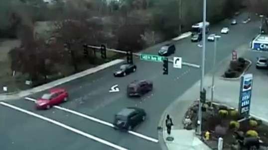 لحظه تصادف وحشتناک خودرو با عابران پیاده در چین