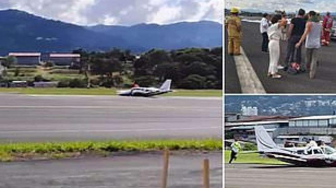 هواپیما هنگام فرود اضطراری در باند