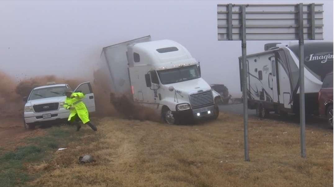 صحنه دلخراش از کنترل خارج شدن کامیون و تصادف