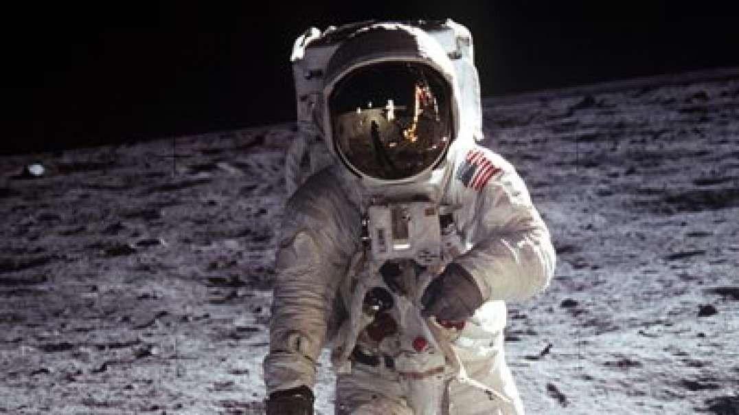 اولين قدم به روى ماه
