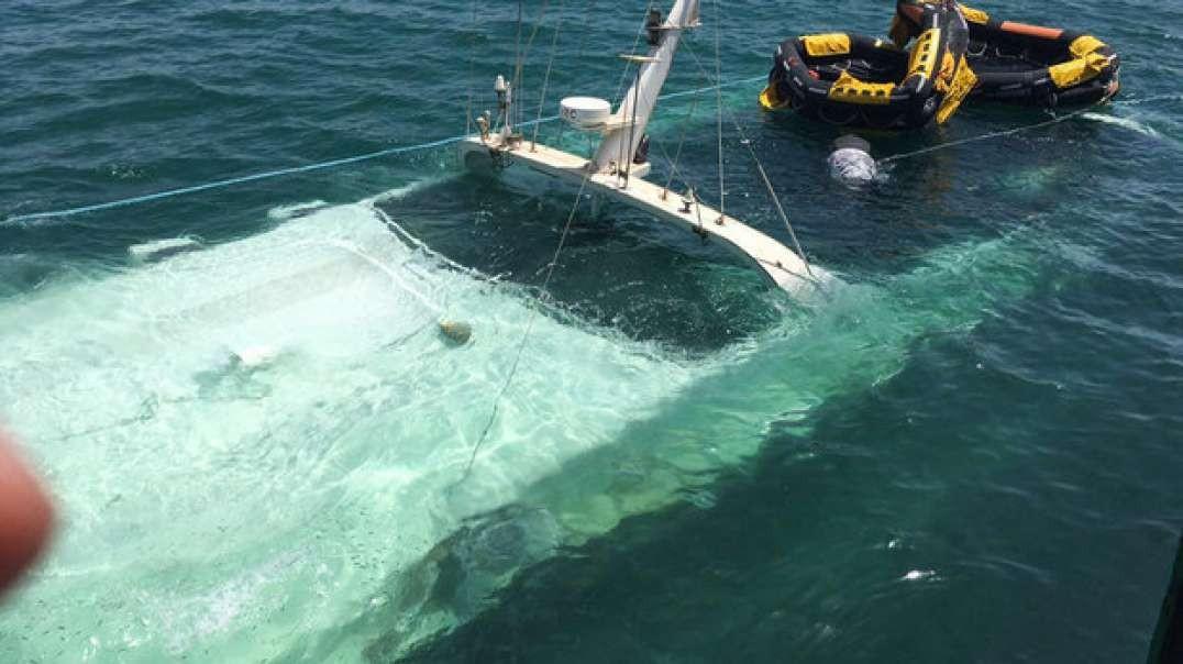 نجات خدمه کشتی در حال غرق شدن