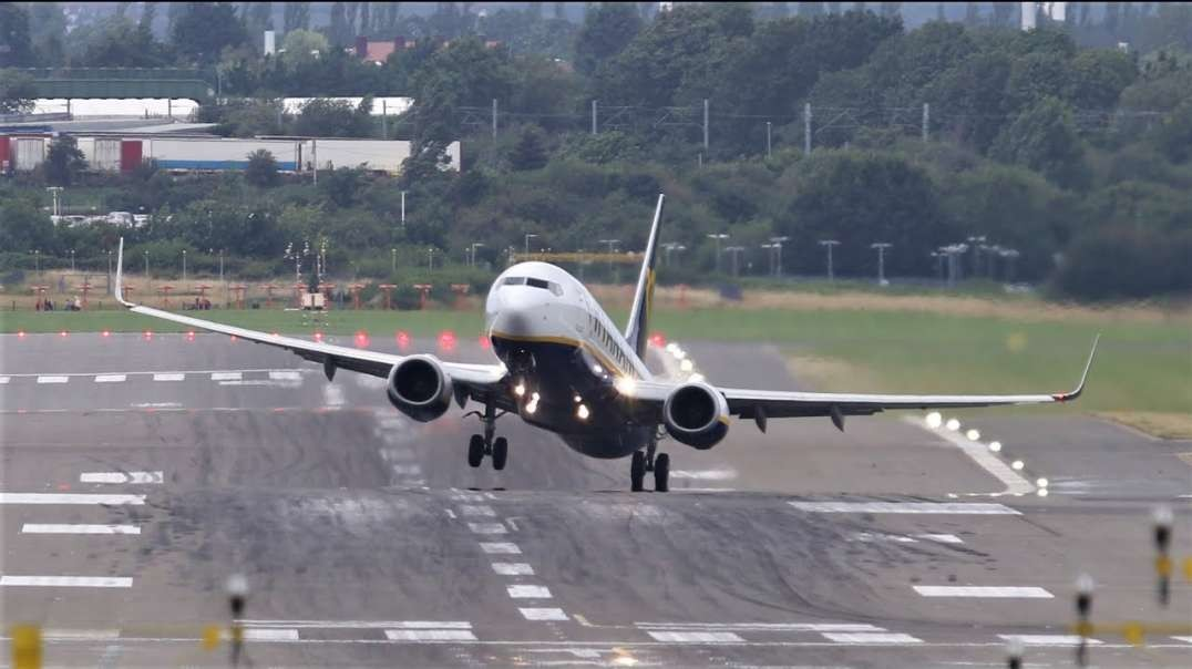 به چالش کشیدن باد توسط خلبان در فرودگاه بیرمنگام